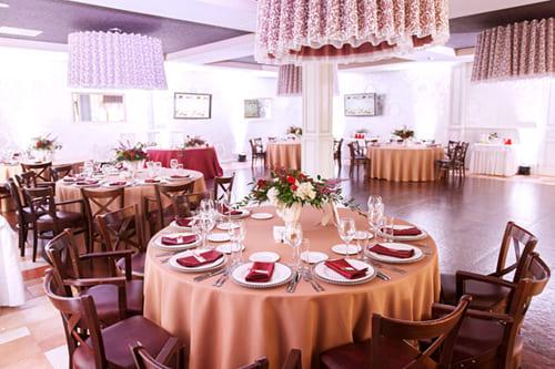 Маленький банкетный зал для свадьбы